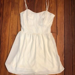 Cute white dress, great for dances and prom
